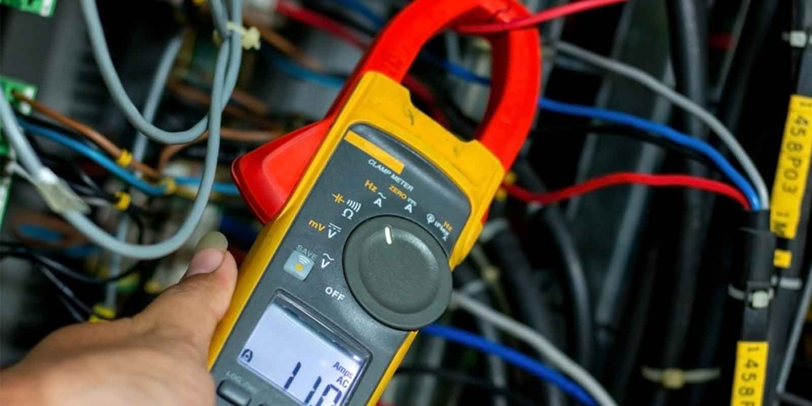safety precautions when using a clamp meter